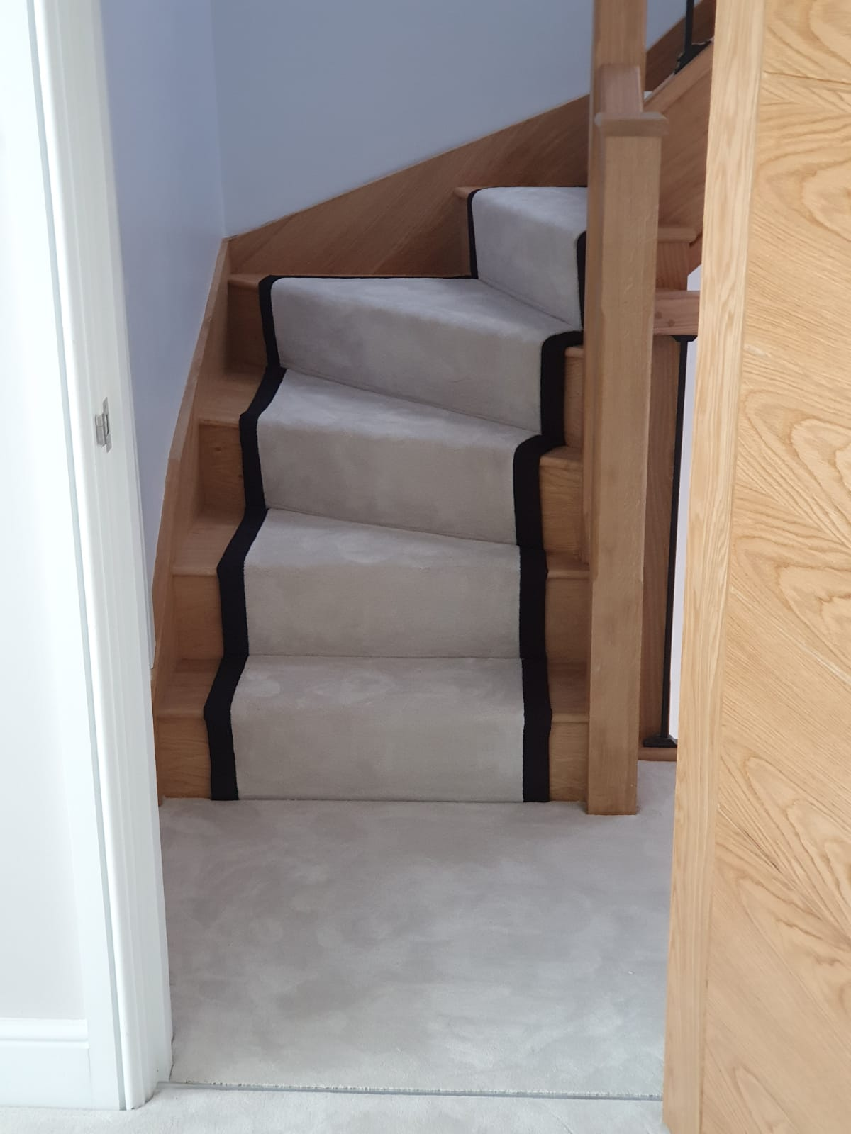 portfolio-white-carpet-stair-runner-black-binding-balham (6)
