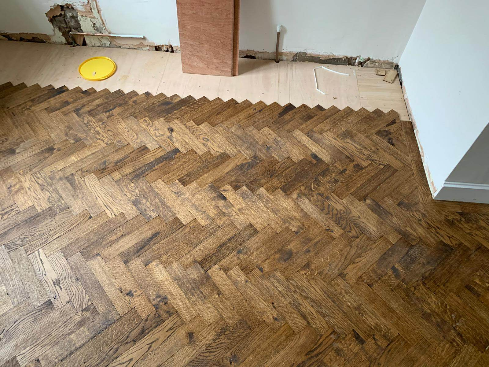 portfolio-rovers-prime-herringbone-wood-blocks-installed-in-wembley (2)