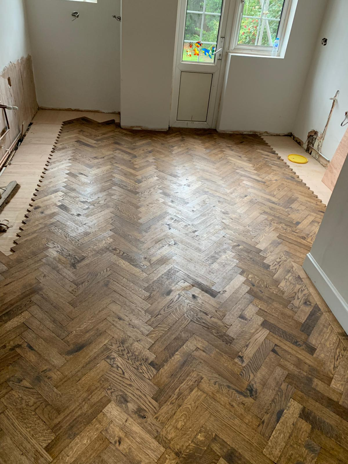 portfolio-rovers-prime-herringbone-wood-blocks-installed-in-wembley (4)