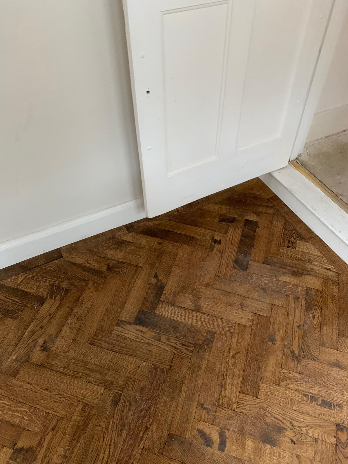 portfolio-rovers-prime-herringbone-wood-blocks-installed-in-wembley (5)