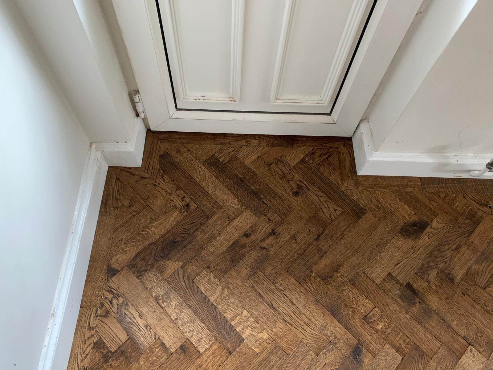 portfolio-rovers-prime-herringbone-wood-blocks-installed-in-wembley (7)