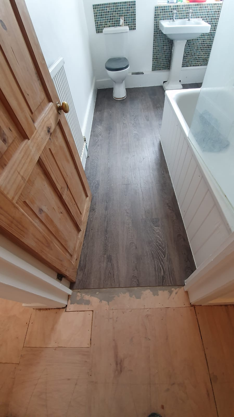 Amtico Spacia Bruges Oak Luxury Vinyl Tile in Islington 4