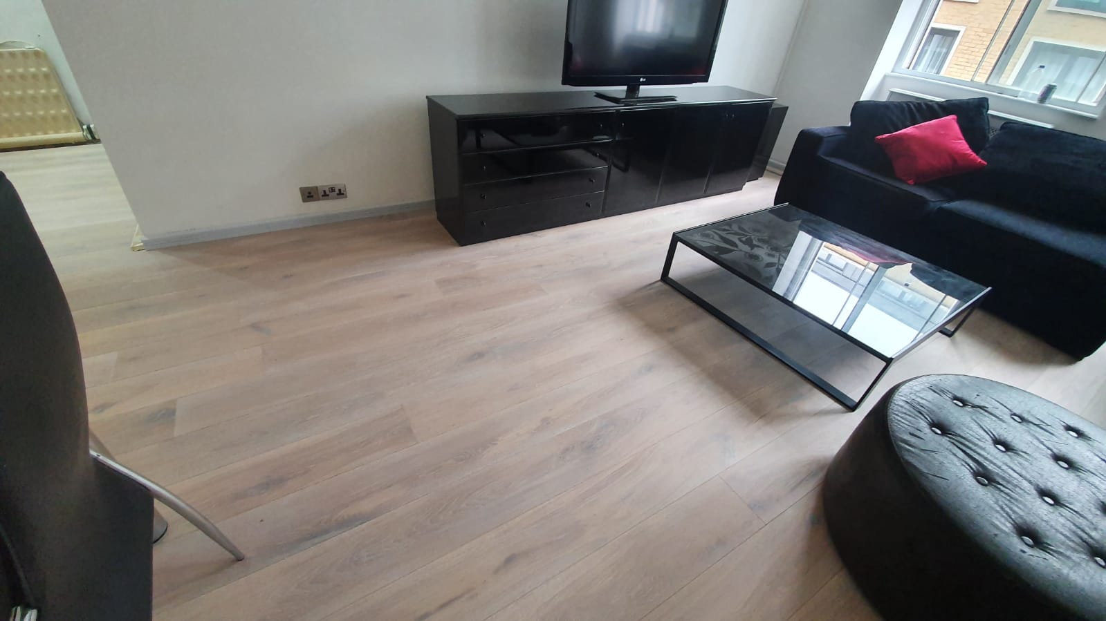 Staki Oak & White Brushed Oil in Acton 1