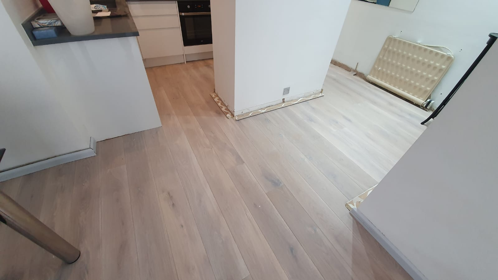 Staki Oak & White Brushed Oil in Acton 2