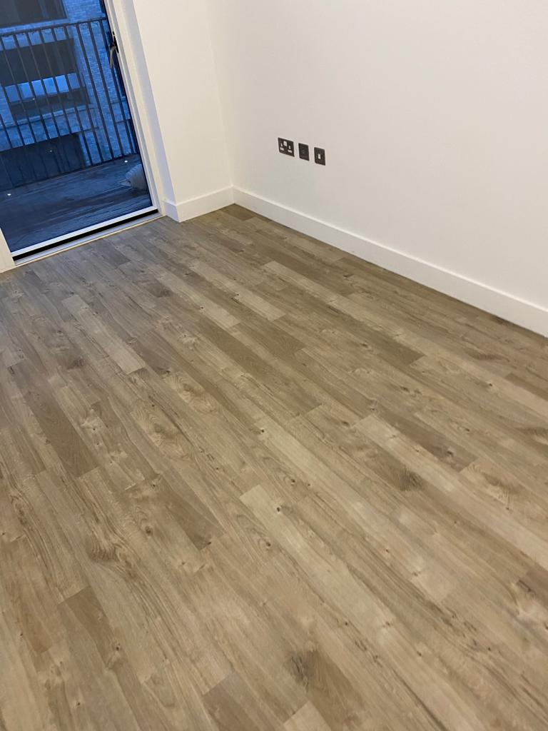 Amtico Spacia Sun Bleached Oak Luxury Vinyl Tile in Balham 2