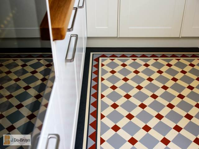 Marmoleum RD109 paired with RDB203 border