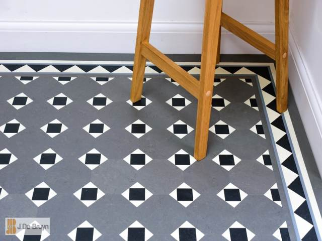 Marmoleum RD125 paired with RDB203 borders (outer 20mm lacing 2 different colours)