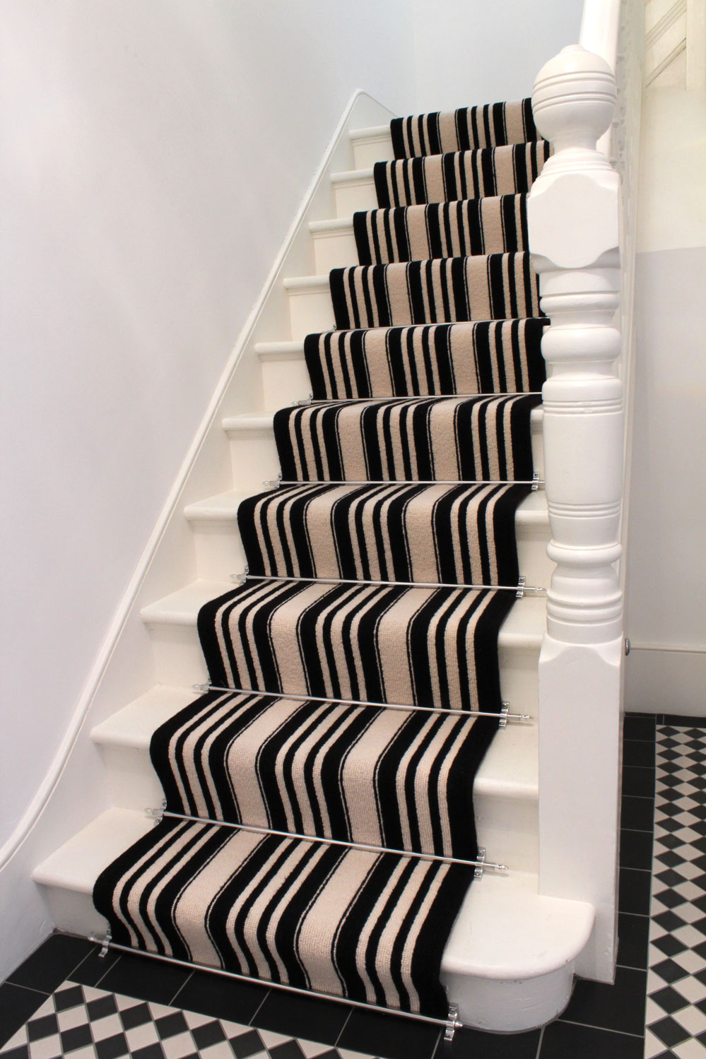 Black-And-White-Striped-Stair-Carpet-1