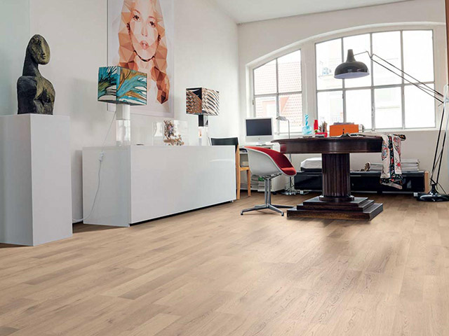 Haro laminate floor oak artico cinnamon the flooring for Laminate flooring waterloo