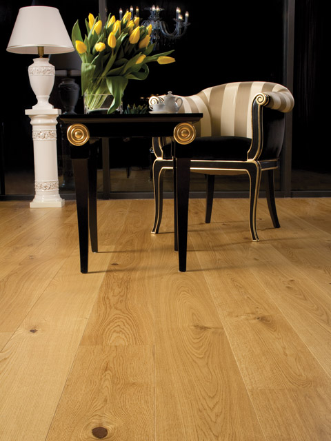 P77. Windsor Oak Rustic Oiled Plank with Bevels