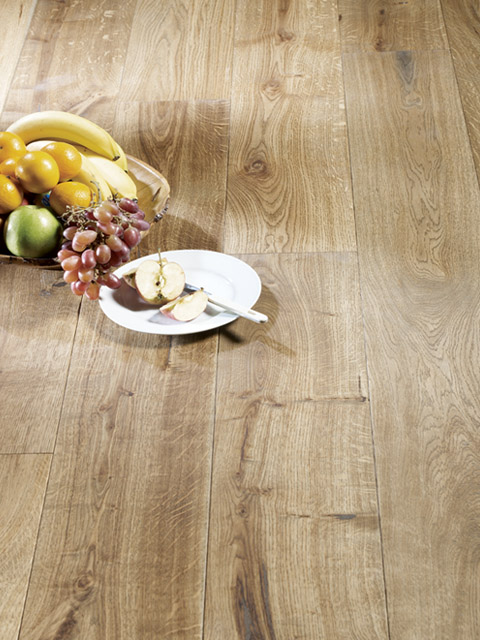 P86. Chepstow Oak Rustic Antique Planed Plank