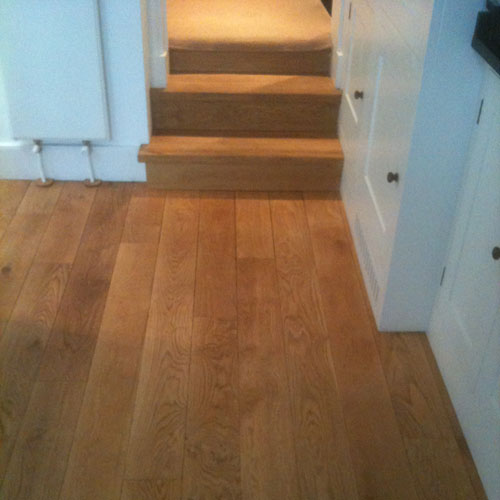 Solid-Oak-Planks-Laid-On-An-Unstable-Living-Room-Floor-4