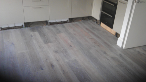 gray wood floor living room 02
