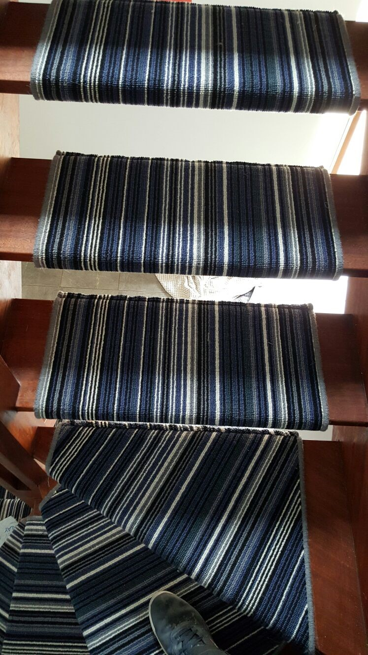 STRIPEY BLUE CARPET portfolio stairs 04