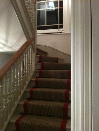 red border carpet stairs 02