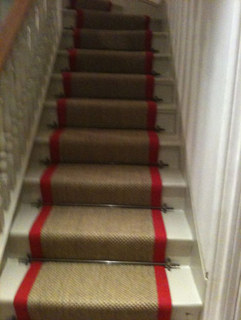 red border carpet stairs 03